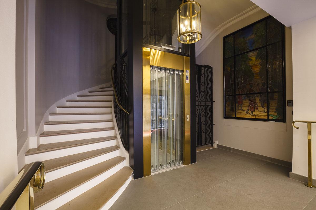 r novation du hall et de la cage d 39 escalier d 39 un immeuble. Black Bedroom Furniture Sets. Home Design Ideas